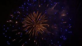Metragem conservada em estoque dos fogos-de-artifício no 4o julho video estoque