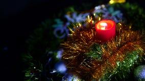 Metragem da queimadura da vela, das bolas e do Natal da estrela Feliz Natal video estoque