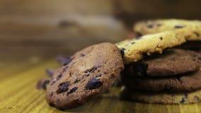 Metragem de cookies caseiros dos pedaços de chocolate video estoque