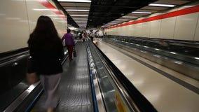 Metragem Defocused no metro video estoque