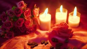 Metragem do dia de são valentim da decoração com queimadura da flor e da vela filme