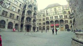 Metragem do lapso de tempo dentro do Neues Rathaus vídeos de arquivo