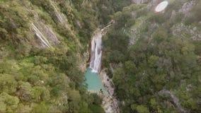 Metragem do zangão da cachoeira filme