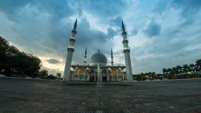 metragem esquerda para a direita de filtração cinemático do Time Lapse 4K da mesquita do estado de Selangor em Shah Alam, Malásia video estoque