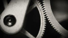 Metragem interna da mola do relógio velho e do macro das engrenagens video estoque