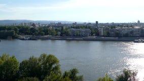 metragem 4K com vista panorâmica da fortaleza e do Danube River de Petrovaradin filme