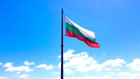 metragem 4K da ondulação búlgara da bandeira nacional vídeos de arquivo