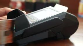 metragem 4k equipe manter o cartão de crédito cartão disponivel, do furto na máquina terminal do leitor do cartão de crédito e se filme
