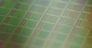 Metragem macro de uma bolacha de silicone durante a fabricação filme