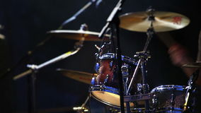 Metragem plaing do baterista do concerto de rocha filme