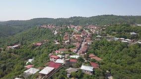 Metragem rápida aérea do movimento ao centro da cidade de Sighnaghi na região do ` s de Geórgia de Kakheti Signagi filme