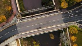 Metraggio aereo del ponte sopra il fiume Don - Regno Unito stock footage