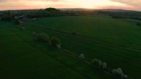Metraggio aereo di Sheffield durante il tramonto colourful della molla archivi video