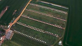 metraggio aereo 4K della terra dell'azienda agricola trovato in Yorkshire orientale, Regno Unito video d archivio