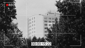 Metraggio in bianco e nero della macchina fotografica del CCTV, sorveglianza pubblica, documentario di crimine stock footage