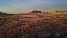 Metraggio del fuco lungo il deserto di Winnemuca Nevada ad alba archivi video
