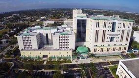 Metraggio dell'antenna dell'ospedale di Aventura stock footage