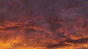 Metraggio di lasso di tempo delle nuvole con i colori vivi dreamy hallucinogenic stock footage