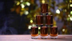 Metraggio di legno del hd del bokeh dell'oro della tavola della piramide del colpo del cognac