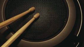 Metraggio di legno del hd di due bacchette di musica archivi video