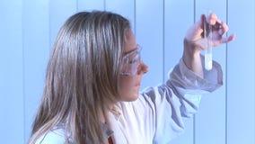 Metraggio di riserva di un biochimico stock footage