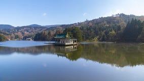 Metraggio di Timelapse del paesaggio naturale del lago mountain LU Ruqin della Cina in autunno tardo archivi video