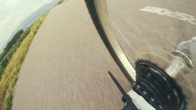 metraggio 4K: vada in bicicletta i cambi con il momento di lavoro a catena durante la corsa video d archivio