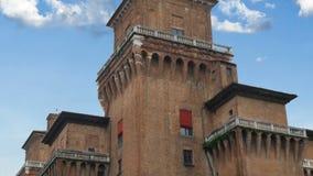 Metraggio medievale di Ferrara Italia 4k del castello di Estense stock footage