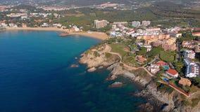 Metraggio sopra Costa Brava costiero, piccola La Fosca del fuco del villaggio della Spagna archivi video