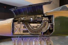 Metralhadora e munição instaladas nos aviões de jato do figther Foto de Stock