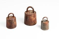 Metrische Gewichte des alten Eisens Lizenzfreie Stockfotos