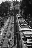 Metro al aire libre que pasa cerca Fotos de archivo libres de regalías