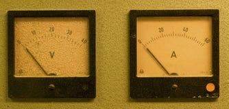 Metro análogo del metro o del amperio del amperio y voltímetro análogo fotos de archivo