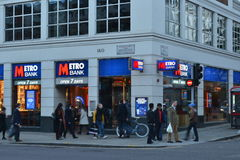 Metro-Bank-Hautpstraße Kensington London Stockbilder