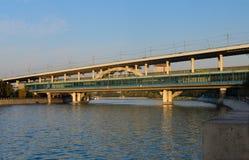 Metro-Brücke, blutige Station Vorobyovy, Moskau, Russland Lizenzfreie Stockbilder