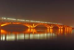 Metro-Brücke nachts, Kiew, MA Stockbilder