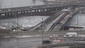 Metro brug Gamla Stan Tunnelbanabron in de de tijdtijdspanne van Stockholm zweden stock videobeelden