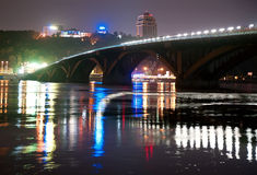 Metro brug in Kiev, de Oekraïne Stock Foto's