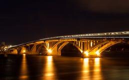 Metro brug over de Dnieper-rivier in Kiev, de Oekraïne royalty-vrije stock afbeelding