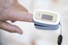 Metro cardiaco del pulso del finger fotografía de archivo libre de regalías