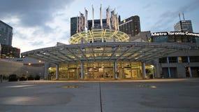 Metro Convention Center in im Stadtzentrum gelegenem Toronto befindet sich nahe bei dem KN-Turm 7-27-2018 Lizenzfreies Stockbild