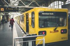 Metro de Berlín en la estación de tren en Berlín Fotografía de archivo libre de regalías
