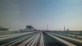 Metro de Dubai Una vista de la ciudad del subterráneo metrajes