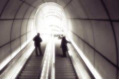 metro de las compras de la escalera móvil fotografía de archivo