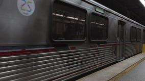 Metro de Los Ángeles que llega la estación almacen de video