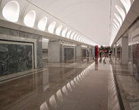 Metro de Moscou, estação Dostoyevskaya, interior Fotos de Stock Royalty Free