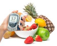 Metro diabético de la glucosa del concepto de la diabetes a disposición y orga sano foto de archivo