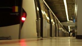 Metro die Grondmening verlaten stock videobeelden