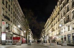 Metro e rua de Cordeliers em lyon do centro france na noite imagens de stock royalty free