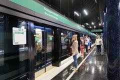 Metro-estação nova Novokrestovskaya em St Petersburg, Rússia foto de stock
